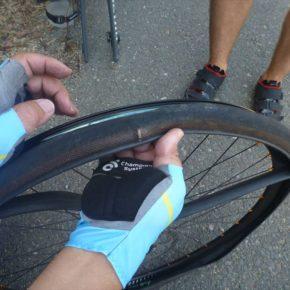 タイヤがばっさり切れた時の対処法